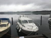 Då det var ont om lediga gästplatser i hamnen i Fröskog, så lånade vi en hyrd plats, medan vi åt middag i båten.
