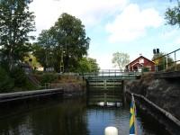Nu har vi passerat den sista slussen på vår resa genom Dalslands kanal, eftersom att vi precis har passerat slussen i Köpmannebro.