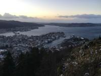 """När man tagit sig upp på höjden med bergbanan """"Fløyen"""" så kan man njuta av en fin utsikt över Bergen."""