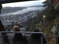 """Då var det dags att åka ner igen med bergbanan """"Fløyen"""" i Bergen."""