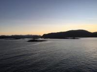 En ny dag gryr ombord på Hurtigruten.