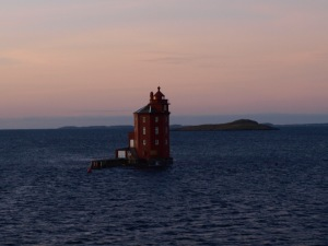Kjeungskjær fyr finns utanför Trondheimsfjorden (som är Norges tredje längsta fjord). Fyren byggdes redan 1880 och var bemannad ända fram till 1987.
