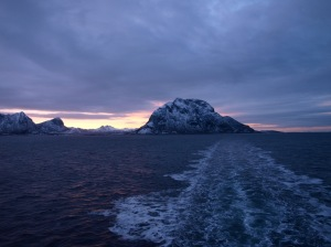 MS Vesterålen kämpar vidare mot norr.