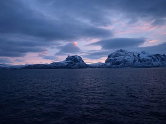 Ett lugnt hav i mitten på december.