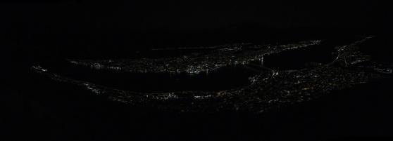 Tromsø i mörkret.