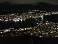 Redan på eftermiddagen  har mörkret sänkt sig över Tromsø i mitten av december.