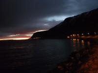 På promenad längs vägen mellan Nordvågen och Honningsvåg.