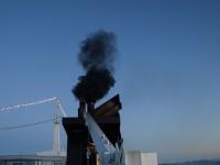 Oftast var det en knappt synbar rök som steg mot skyn från MS Vesterålens avgasrör, men emellanåt så kom det några rejäla svarta rökpuffar upp från maskineriet. Men snart ska maskineriet bytas ut.