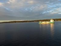 Omkörningen av tankfartyget Bergen Star går inte snabbt, men efter åtskilliga minuter så har vi kommit om tankfartyget.