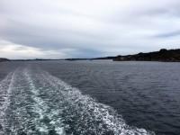 Att få lyssna till dieselmotorerna och se hur de skapar vågor bakom fartyget är riktigt härligt och ger en speciell frihetskänsla när de lugna vattnet blir skummande och fyllt av rörelse.