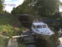 Nedanför nedersta slussen i Torshälla kanal.