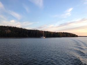 En segelbåt.