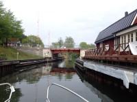 Strömmabron leder länsväg 222 över Strömma kanal.
