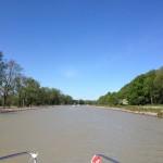 Vår resa längs Göta kanal har börjat. Notera det grumliga vattnet i denna del av kanalen.