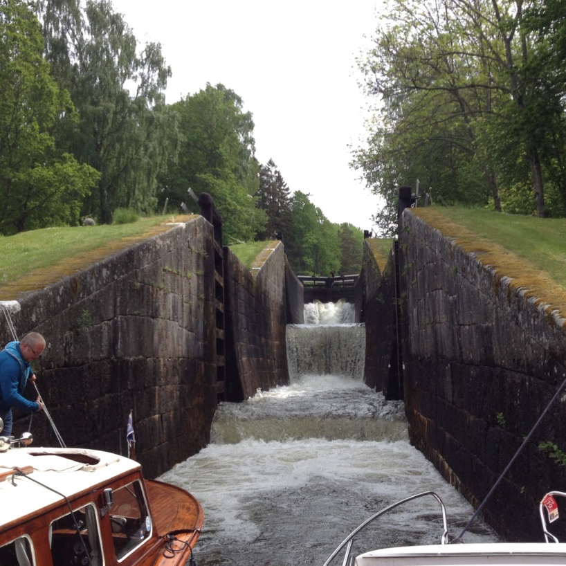 Vid Hovetorp finns Kinda kanals största slusstrappa.