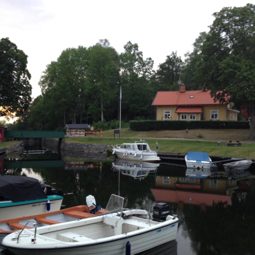 Hovetorps slussområde, vid Hovetorps hamnområde.