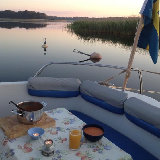 Soppmiddag ute på akterdäcket, en junikväll i Ekenäs.