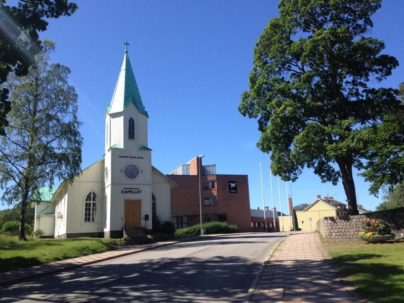 """I Säffle finns det en gammal kyrka, som numera används som konferenslokal av First Hotel Royal i Säffle, och som numera går under det passande namnet """"Kapellet""""."""