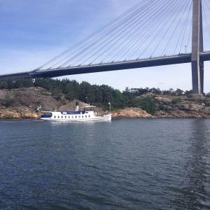 Skärgårdsbåten M/S Sunningen vid Uddevallabron.