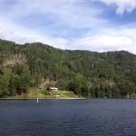 Ett liten stuga invid Telemarkskanalens vattensystem, den 3:e juli 2019.