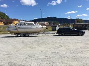 """Min Bella 7002 upplastad på sin båttrailer, vid """"Nesøya Marina"""" i Notoddden."""