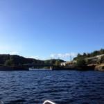 Vi är på väg in under en järnvägsbro (som för tillfället inte används för tågtrafik), vid Gunnekleivfjordens norra inlopp.