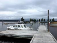 I hamnen vid Hjortnäs brygga.