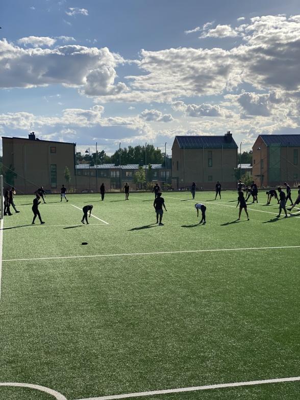 Stretching pågår. Foto Fanny Hellström Jonsson