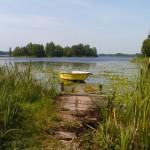 Vår båt där även grillplats finns nedanför restaurangen