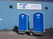 2 toaletter på släp