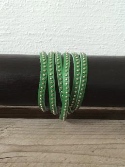 Grönt läderarmband -