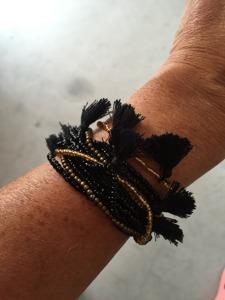 Armband med tofsar