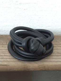 Mjukt läderarmband -