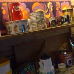 Kaffeburkar och kannor från olika tidsåldrar.