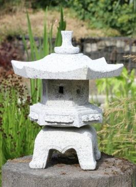 japansk trädgård , stenhus
