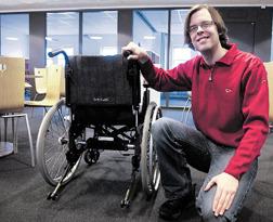 Daniel med unik kraftassistans på rullstolen.