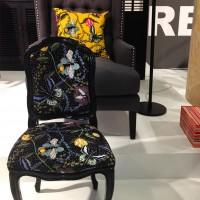 Kudde, stol och lampa Bugs & Butterflies i Jan Rundgrens inpspirationsmonter