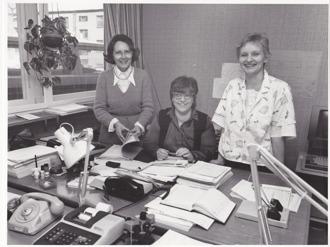 Hallands-Bild Foto: Bo Tornevall. Rut, Hanne och Ulla på HSB-kontoret 1985.