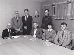 Hallands-Bild Foto: Bo Tornevall. HSB Varbergs styrelse 1985. Från vänster: Alf Ulmeborn, Arvid Ericsson, Ture Isaksson, John-Henry Johansson, Bertil Karlsson, Helge Karlsson, Lena Berg och Olle Skoog