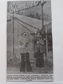 Tidningsartikel ur Hallands Nyheter 7/4-1975. Garden Center på Trädlyckan. På bilden är Birgitta Pettersson och Monica Gustavsson.