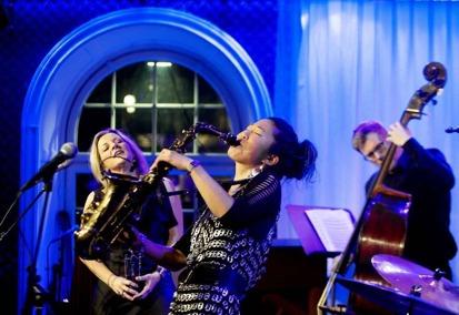 Claire Martin, Grace Kelly och Martin Sjöstedt uppträdde på E-street under måndagen foto Sundsvalls tidning Håkan Humla