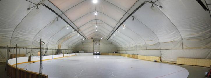 Pågående arbetsplats under bygget av HORIZON, en Full size synthetic ice rink, Alberta