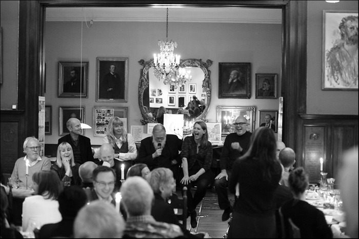 "En ""palaver"" mellan Mats Bigert, Karin Mamma Andersson, Fredrik Wretman, Meta Isaeus Berlin och Dan Wolgers. Moderator Elisabeth Fagerstedt. Foto Jan Persson."