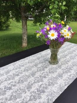 Löpare lin, grått, svart och rött mönster - Löpare lin, 34*115 cm grått mönster
