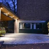Tomtbelysning garageuppfart villa