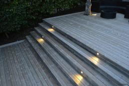Få hjälp med trädgårdsbelysning och ljusdesign utomhus. Konsulter & installatörer av ljussättning i utomhusmiljöer så som trädgård, vid pool, altan, uppfart, mur mm. Ljussättning & ljusdesign av trädg