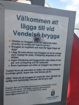 Vi får en del förfrågningar om vad som gäller vid ankomst med egen båt vid bryggan här på Vendelsö. Länsstyrelsen har en informationstavla på bryggan - läs gärna innan ankomst! Bilden är klickbar :)
