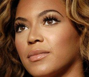 Beyonce är en utav många stjärnor som förlänger fransarna.
