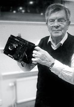 Henric Grännö visar Jönköpingspostens allra första kamera