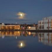 56.Månen besöker staden